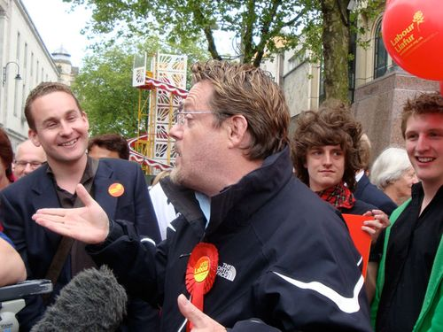 Eddie Izzard on Queen Street, Cardiff, May 25th 2009